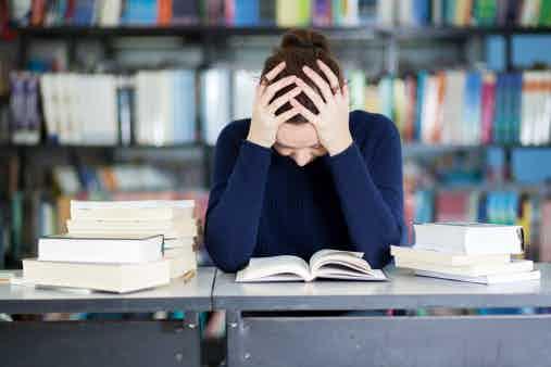 unhappy_student