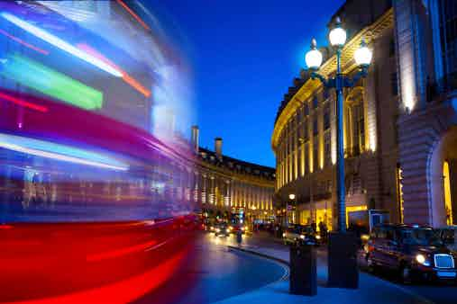 Piccadilly circus bus theatreland