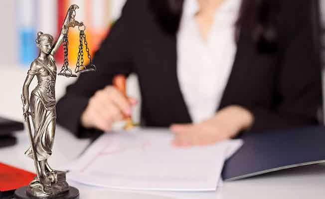 litigation-scales-of-justice